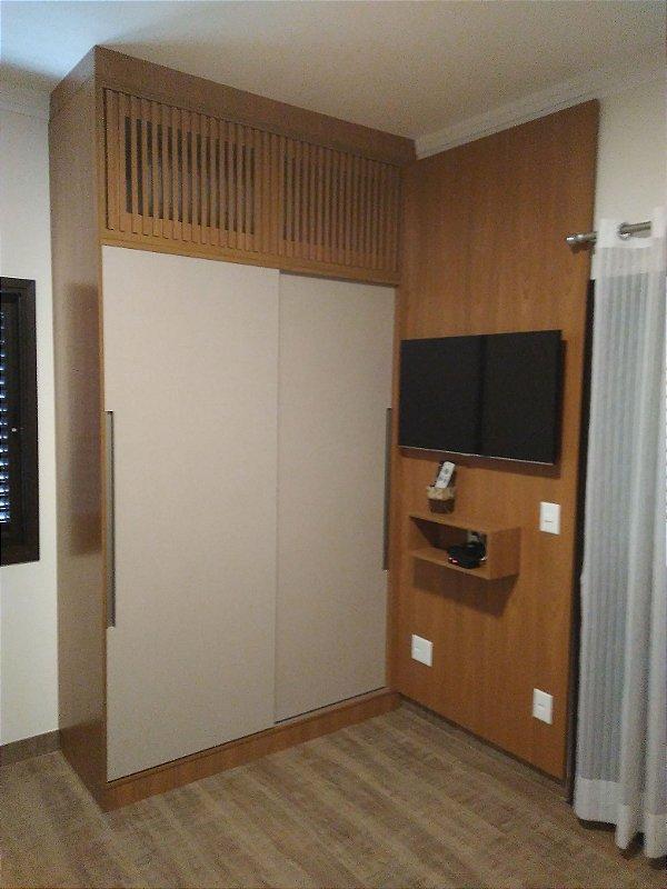 Dormitório Planejado sob Medida em MDF Branco TX, MDF Louro Freijó e MDF Nude.
