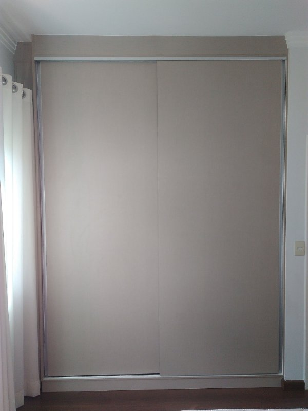 Dormitório Planejado sob Medida em MDF Nude e MDF Branco TX.