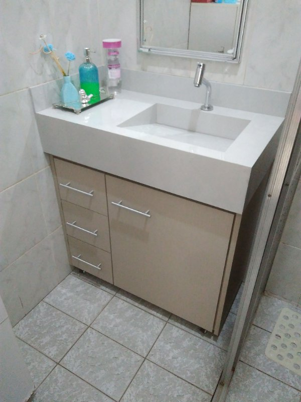 Banheiro com Recortes Planejado Sob Medida em MDF Nude.