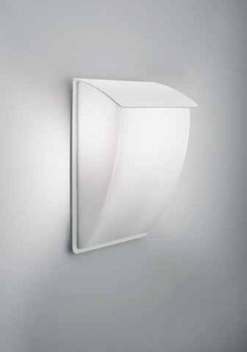 Arandela Newline Aba Sobrepor Curva Acrílico Metal Branco 15x25cm  1x E27 A60 LED 266BT Garagens e Varandas