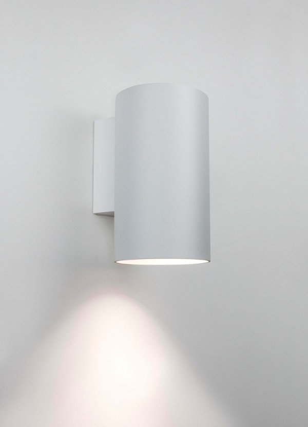 Arandela Newline Iluminação Lisse Tubo Linear Metal Branco 7,6x10,5cm 1x E27 A60 LED IN50817BT Parede Muro Banheiro Sala