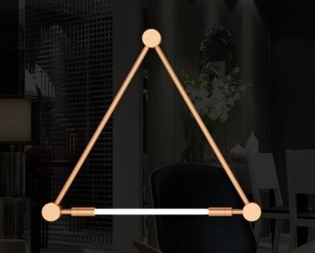 Arandela LUMINÁRIA Klaxon Iluminação NATION (1 lâmpada) Triangular Tubular Led Moderna 94 cm x 82 cm x 4 cm