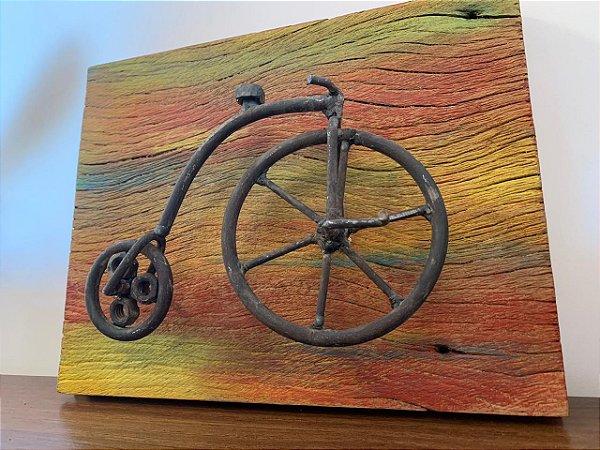 Quadro madeira demolição com bicicleta rústica   Pedalemos