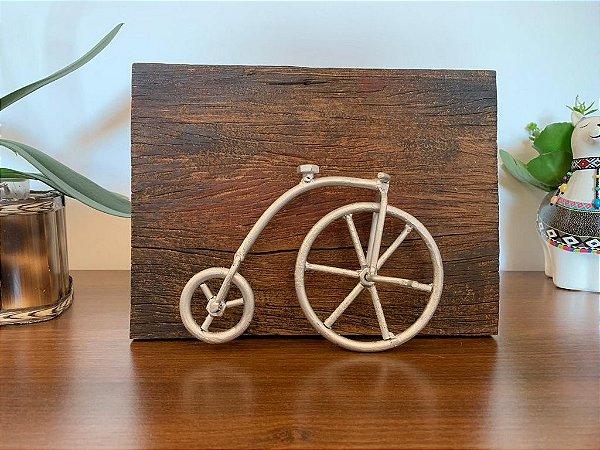 Quadro madeira demolição com bicicleta em ferro | Pedalemos