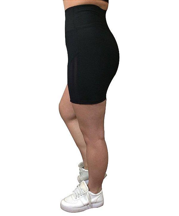 Shorts com detalhe Lateral