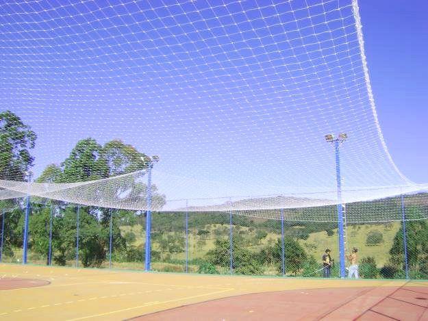 Rede de Proteção Esportiva Para Campo de Futebol, Society 19x27m Fio 2 Malha 12cm Branca