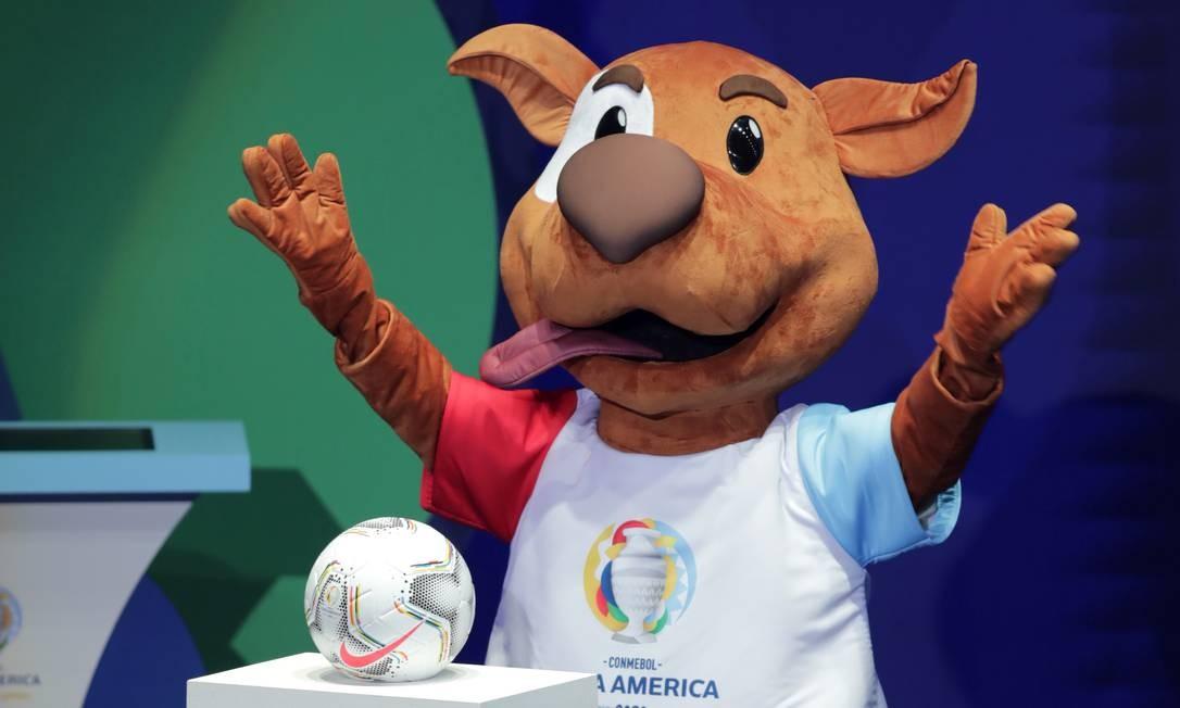Mascote da Copa América 2020 Pibe Pelúcia - Loja do Mascote Desde 2013