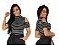 Blusa listrada manga curta ombro de fora gola alta - Imagem 2