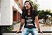 Camiseta É Preciso Amar As Pessoas Como Se Elas Fossem Sexta-Feira - Imagem 5