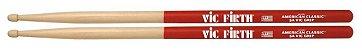 Par de Baquetas Vic Firth American Classic 5A com Vic Grip - Imagem 1