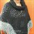 Poncho de crochê duas cores com gola - Imagem 2