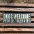 Placa Dogs Welcome People Tolerated - Imagem 1