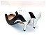 Scarpin Preto com Branco Salto e Bico Fino - Imagem 2