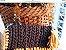 bolsa em fio de malha cor cinza petroleo e mostarda com corrente em elos de resina tartaruga  - Imagem 3