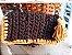 bolsa em fio de malha cor cinza petroleo e mostarda com corrente em elos de resina tartaruga  - Imagem 2