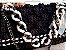 bolsa em  fio de malha preta ponto pipoca ,com passamanaria e duas  correntes de resina e metal - Imagem 1