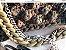 bolsa em fio de malha, ponto pipoca, na cor verde exército  com duas correntes ,uma em verde musgo e outra metal prateado  - Imagem 2