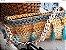 bolsa em fio de malha e fio de lã ,com detalhes em pedras e tassel .Corrente comprida de resina cor marfim - Imagem 1