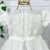 Vestido de batizado bebê Petit Cherie em tule com renda e cristais - Imagem 6