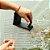 Escova Para Limpar Churrasqueira Grelha Ferro Com Espatula  Esponja Abrasiva 3 em 1 Churrasco - Imagem 3