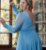 Vestido de festa longo, em tule com brilho, manga longa, decote v e fenda - Imagem 3