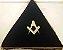 Almofada em triangulo bordado esquadro e compasso - Imagem 2
