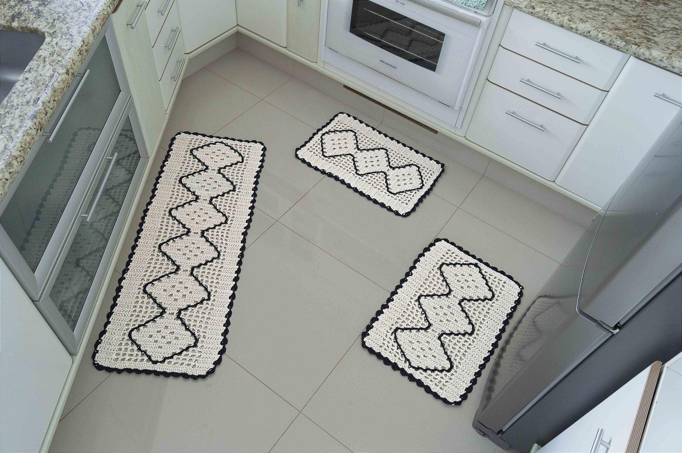 Jogo De Tapete De Cozinha Em Croch 03 P S Cru Preto Meg Lili  -> Tapete De Tecido Para Cozinha