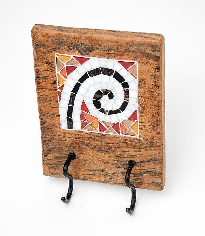 Cabideiro Caracol, mosaico e madeira de demolição