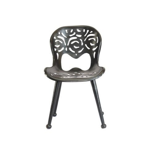 Cadeira Detalhada Em Alumínio Fundido