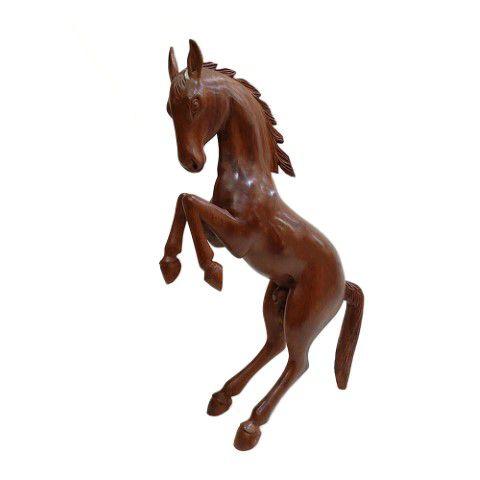 Escultura de Cavalo empinando Entalhado em Madeira