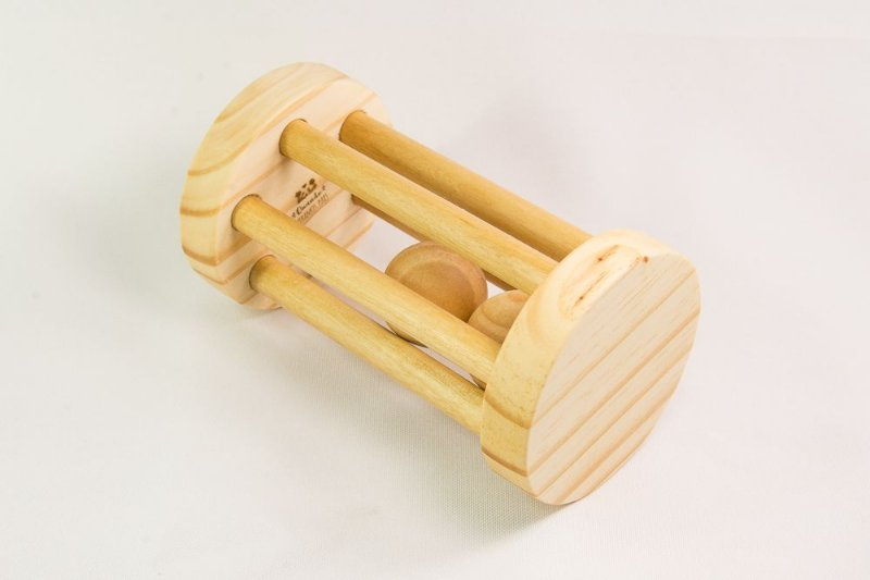 Brinquedo educativo Chocalho redondo de madeira com bola