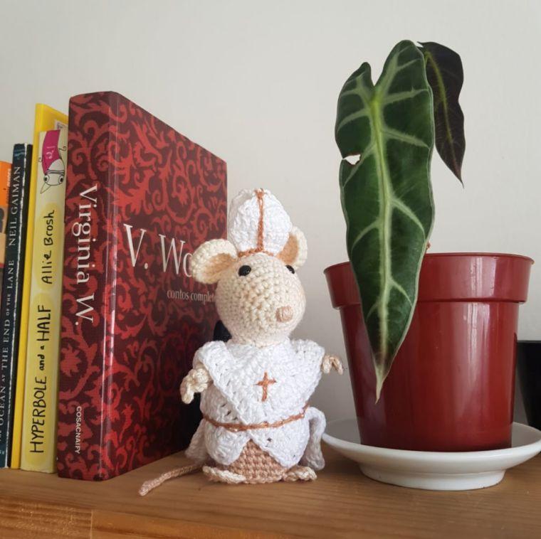 Compre Ratinho amigurumi abraça cortina no Elo7 por R$ 100,00 com ... | 758x760
