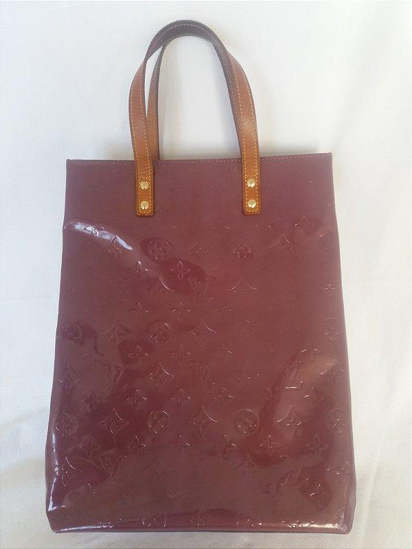 Bolsa Roxa Louis Vuitton original em verniz lavrado e prensado com a marca LV , alça em couro, impecável