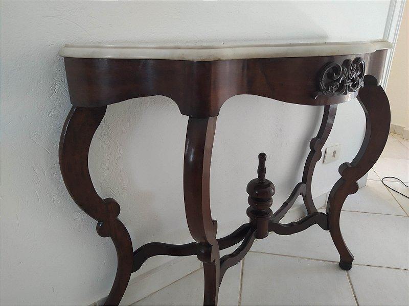 Aparador antigo inglês em jacarandá com tampo em marmore Carrara com detalhes entalhados nos pés estilo Luiz Felipe