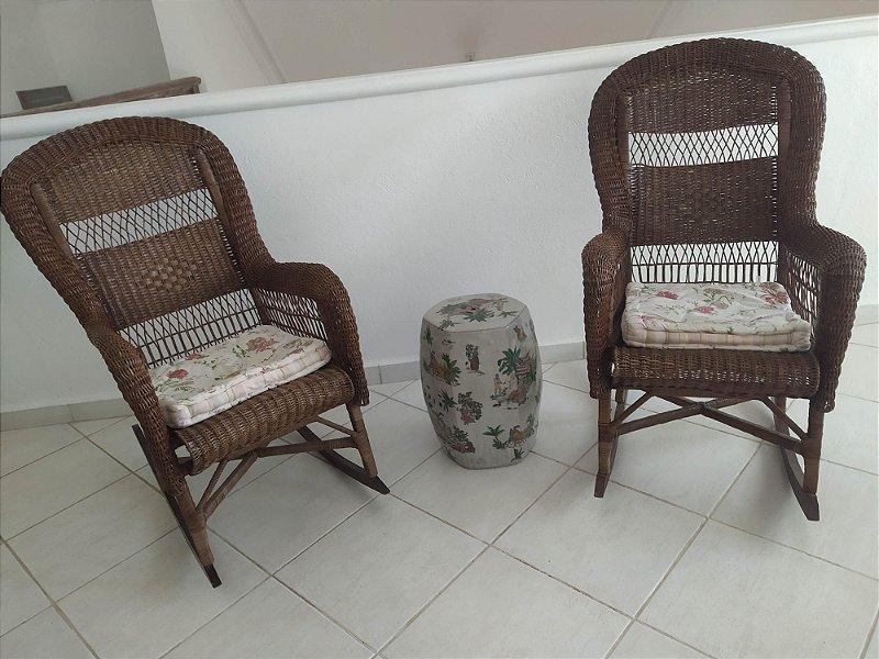 Cadeira de balanço de vime adiqurida parte do acervo do grande hotel de campos dos jordao, anos 60
