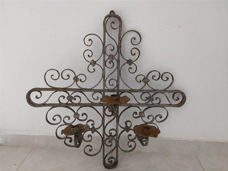 Arandela de ferro forjado com três suportes para vela