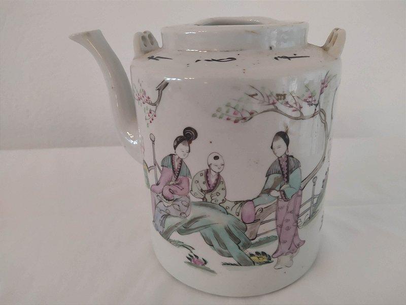 Bule de chá  antigo chinês com selo de antiguidade , pintado a mão em cenas do campo
