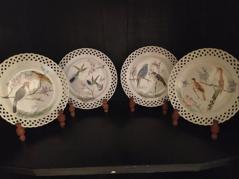 Pratos antigos fiança de parede rendados , porcelana da antiga e famosa fábrica de louça São Caetano , pintados a mão com estampas inglesas 25cm