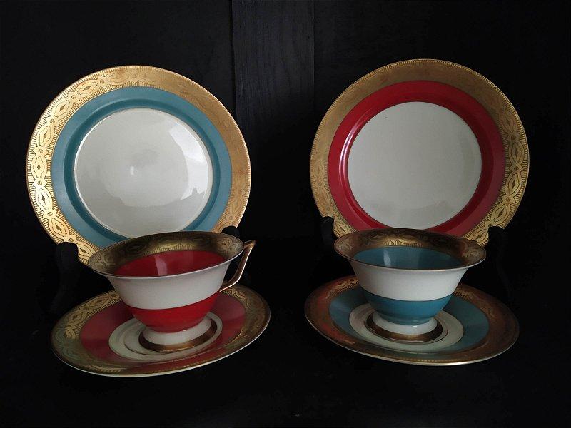 Par de chicaras antigas de porcelana europeias, em policromada filetado a ouro com selo dos fabricantes em perfeito estado
