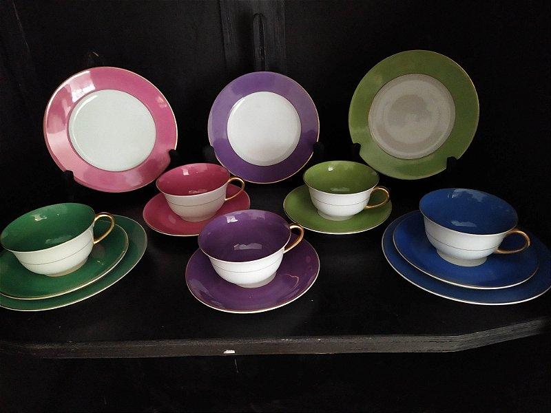 Jogo de chicaras antigas inglesas com pratos de sobremesa, porcelana pintada a mão em diferentes tons ,