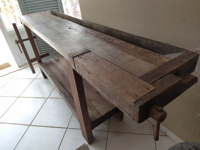 Mesa de Marceneiro ou Aparador feito de madeira , uma prateleira mede 2x40x90 cm altura
