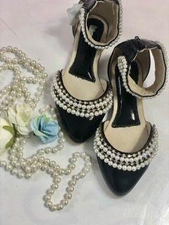 Sapato de Couro Preto Pérolas