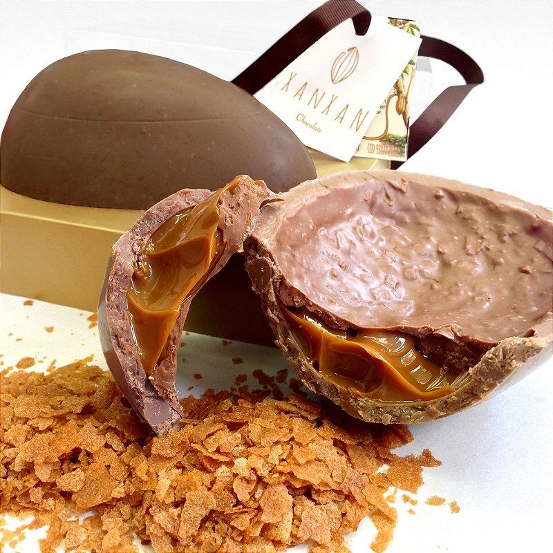 Ovo Mil Folhas - Massa folhada francesa misturada ao melhor chocolate belga Callebaut. Recheado de Dulce de Leche.  Uma delícia para os apaixonados por doce de leite.