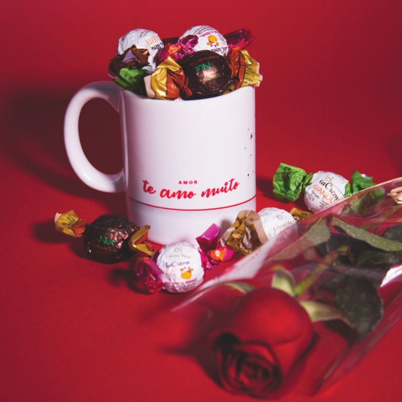 Combo Dia dos Namorados: 1 Caneca  + 1 Rosa + 6 Trufas Cacau Show