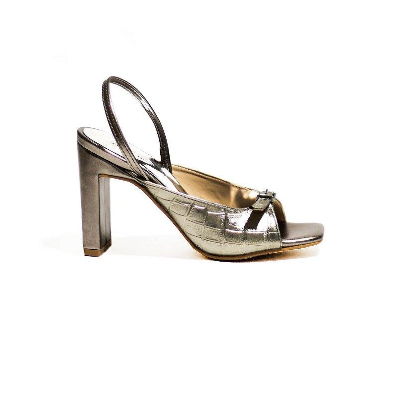 Sandália Metalizada com Detalhes em Croco