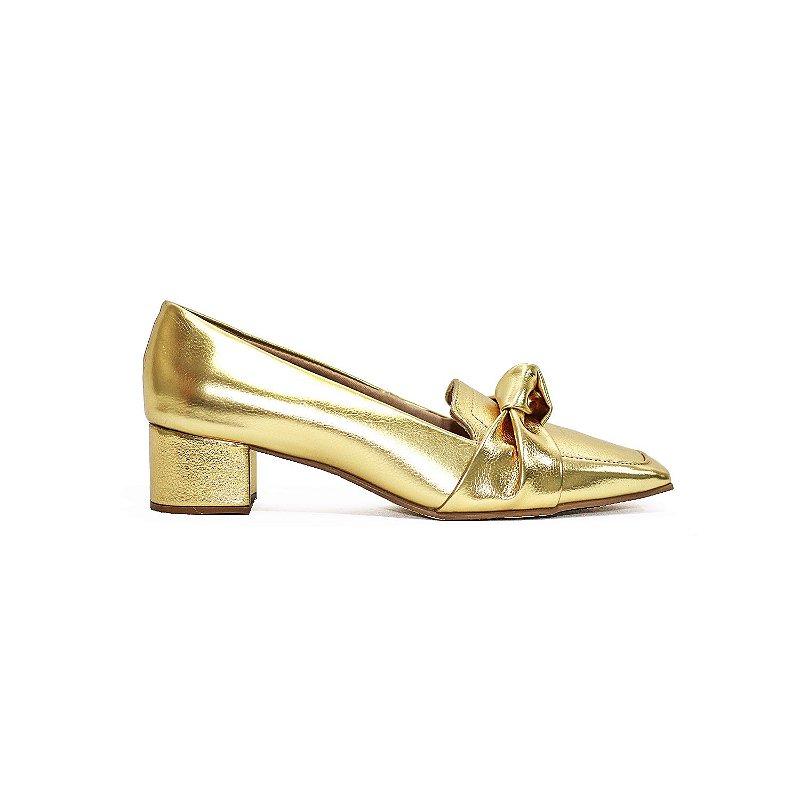 Scarpin Metalizado Ouro com Salto Bloco