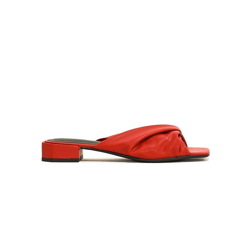 Sandália de Salto Baixo e Bico Quadrado