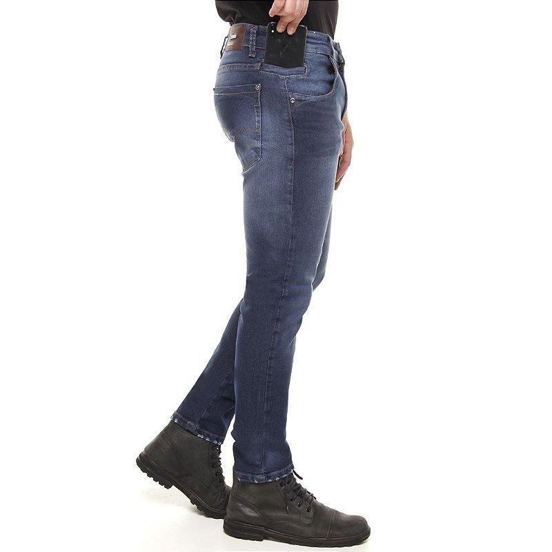 calça jeans prs skinny estonada com puídos na barra