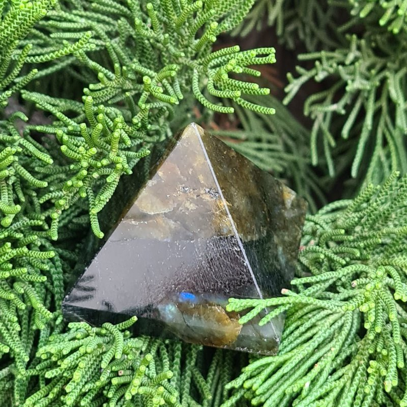 Pirâmide Labradorita