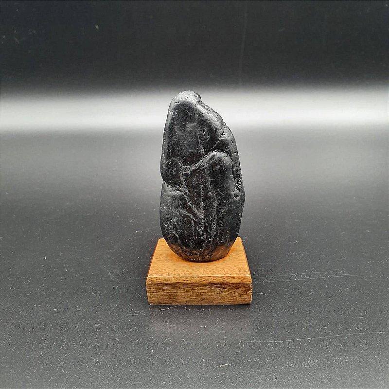 Drusa de Turmalina Polida na Base de Madeira 9 Cm